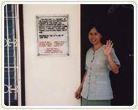 青少年環境保護グループの顧問である グロリア・ロザリオ教諭。